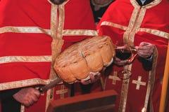 Heligt handgjort bröd för serbisk ortodox arkivbild