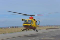 Helikopter agusta-Klok 412SP, gele kleur, in gebruik voor het Onderzoek en de Redding van Nederland (SAR) Stock Foto