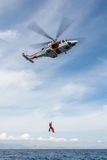 Helikopter av den spanska maritima räddningsmanskapet Royaltyfri Bild