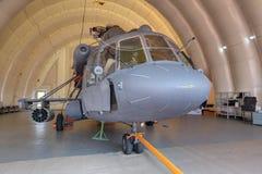 Helikopter in een opblaasbare hangaar Stock Foto's