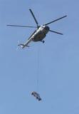Helikopter en auto stock foto