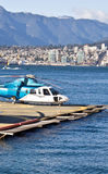 Helikopter en overzees royalty-vrije stock afbeelding