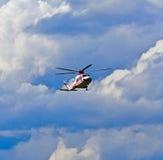Helikopter i molnen Royaltyfria Bilder