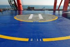 Helikopter landend stootkussen bij aanpassingsplatform van passagiersschip Helihaven op veerboot Visemar  Plaats voor noodlanding Stock Foto