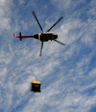 Helikopter met lading Royalty-vrije Stock Foto