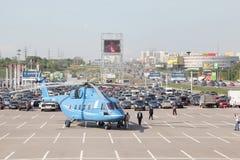 Helikopter mi-38 på den internationella utställningen arkivbild
