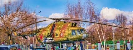 Helikopter Mi-8 i parkera av staden av Krasnodar Arkivbilder