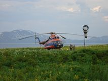 Helikopter Mi-8 w Kuril wyspach Fotografia Stock