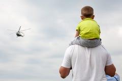Helikopter Mil Mi-17 på airshow Arkivfoton