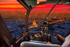 Helikopter na Paryskiej Invalids pałac antenie obraz royalty free