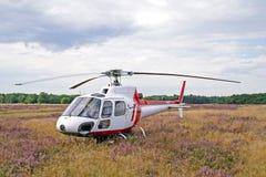Helikopter op weide Stock Foto
