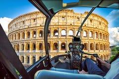 Helikopter på Colosseo Arkivbilder