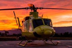 Helikopter på en solnedgång Royaltyfri Fotografi
