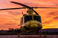 Helikopter på en solnedgång Arkivfoton