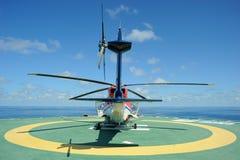 Helikopter på Helideck Arkivbild