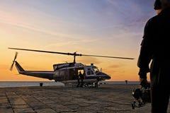 Helikopter som tar av Fotografering för Bildbyråer