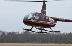 helikopter unosi się obrazy royalty free
