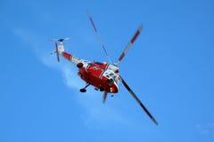 Helikopter W3A Sokol på den blåa skyen arkivbild