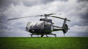 Helikopteranseende på det gröna gräset Royaltyfri Bild