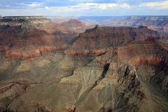 Helikopterflyg över Grand Canyon aristocratically arkivbilder