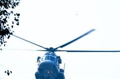 Helikopterflyg Arkivfoton