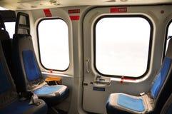 Helikopterinre och plats för passagerare, plats och säkerhetsbälte i inre av helikoptern Arkivbilder