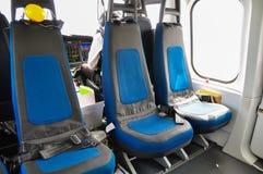 Helikopterinre och plats för passagerare, plats och säkerhetsbälte i inre av helikoptern Arkivfoto