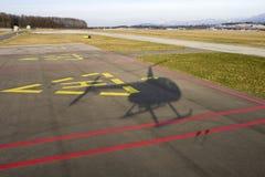 helikopterlandningskugga royaltyfri bild