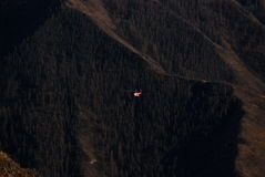 Helikoptern i de Altai bergen Royaltyfri Bild