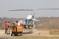 Helikoptern startar upp, Zimbabwe Royaltyfri Fotografi