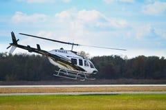 Helikoptern tar av Royaltyfri Foto