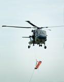 helikopterräddningsaktionstretcher Arkivfoto
