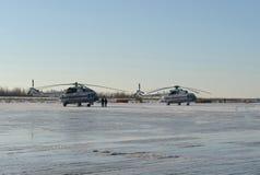 Helikopters mi-8 EMERCOM van Rusland bij het vliegveld Myachkovo stock fotografie