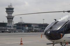 Helikopteru i kontrola lotów wierza Zdjęcie Stock