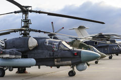 Helikoptery i samoloty w rzędzie Zdjęcie Royalty Free
