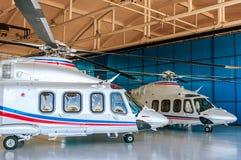 Helikoptrar i hangar Royaltyfri Bild