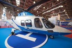 Helikoptrar i paviljong på utställning Arkivbild