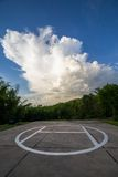 Helipad i fältet i molnig dag Arkivfoton