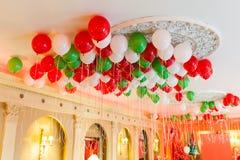 Helium-Ballone auf Decke Lizenzfreies Stockbild