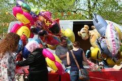 Heliumballons voor kinderen, Nederland royalty-vrije stock afbeelding
