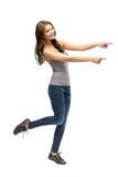 Hellång stående av flickan som pekar att göra en gest för hand Arkivbild