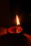 Hell beleuchtete tönerne Lampe während Diwali Lizenzfreie Stockfotos