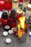Hell brennende Kerze - Tribut zu Vaclav Havel Stockbild