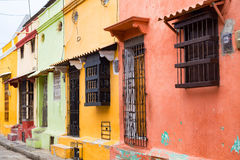 Hell farbige Häuser Lizenzfreie Stockfotografie