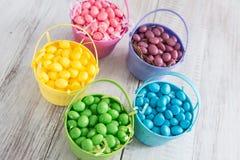 Hell farbige Jelly Beans für Ostern von oben Lizenzfreies Stockfoto