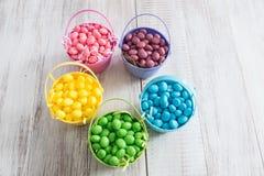 Hell farbige Jelly Beans für Ostern von oben Lizenzfreie Stockfotos