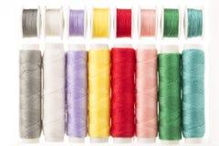 Hell farbige Spulen des Threads Stockbilder