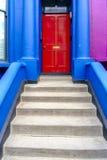 Hell farbiger Haupteingang zu einem London-Haus Lizenzfreies Stockfoto