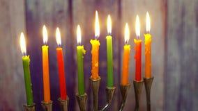 Hell glühendes Chanukka-menorah - flache Schärfentiefe selektive Weichzeichnung