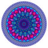 Hell in hohem Grade ausführliche Mandala in den purpurrot-blauen Tönen Ethnisches Motiv Stockbilder